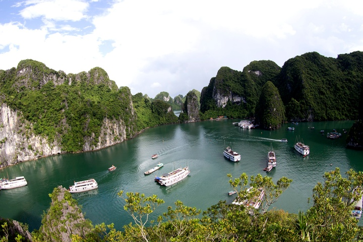 Ha_Long_Bay,_photo_by_Do_Giang_(8)_(1)